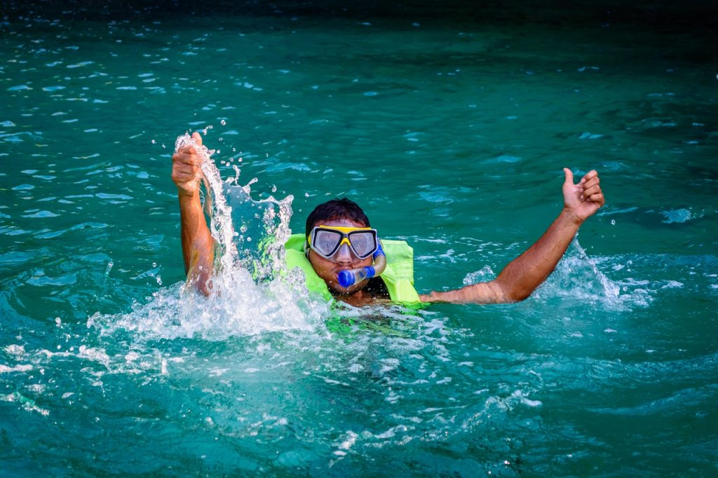 Buyer's Guide for the Best Inflatable Snorkel Vests